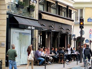 地元の人々が集うカフェはランチタイムREVdownsize