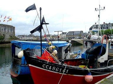 かわいい漁船多いコンカルノー漁港downsize