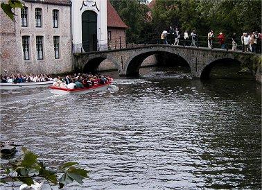 水の都ブルージュは観光も舟でREVdownsize