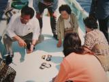 真珠養殖 ボートで貝開け