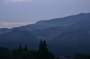 宿から見た朝霧