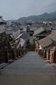 西方寺 階段とたけはらの町並み