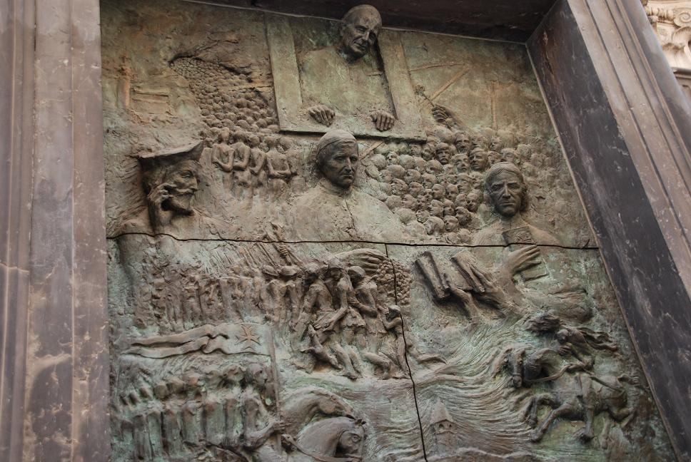 大聖堂の鉄の門扉