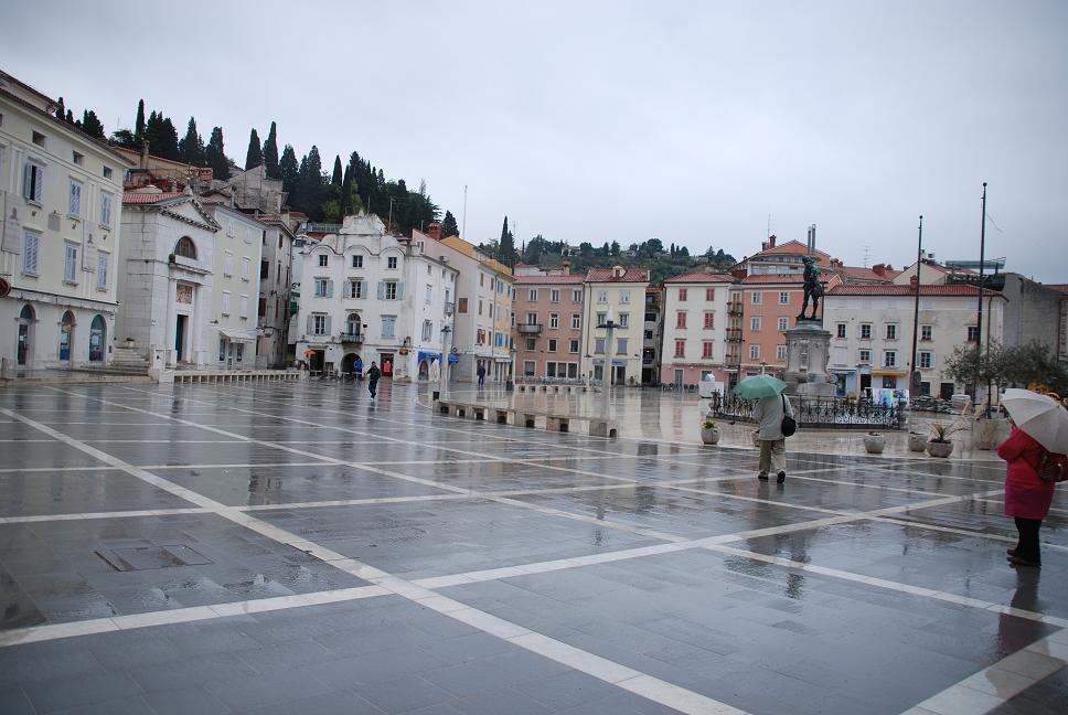 ヴァイオニストタルティーニの像.タルティーニ広場