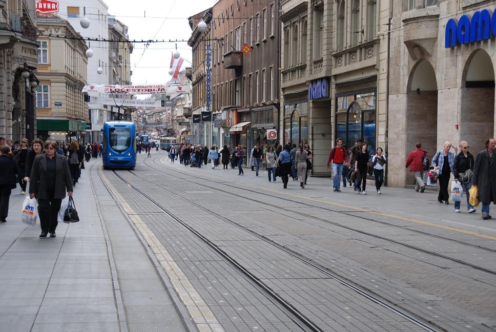 新市街の電車通り