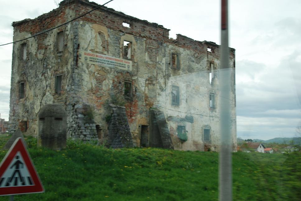 内戦の痕/ビルの残骸