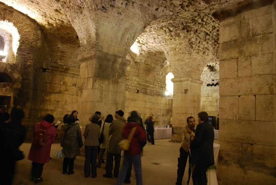 地下の宮殿跡