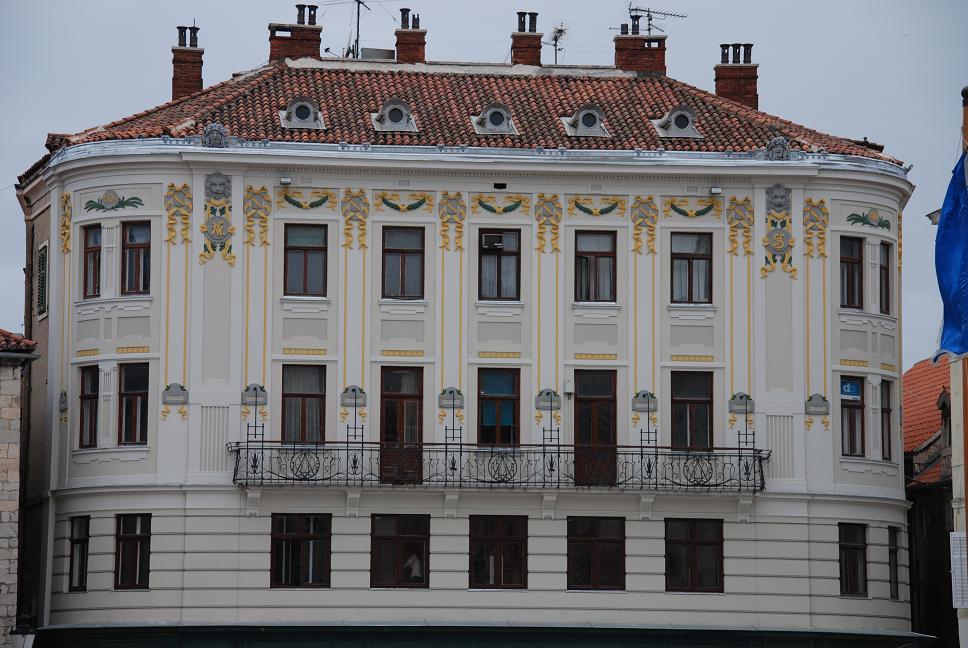 DSC_1317ナロドニ広場のヴェネチア風建物