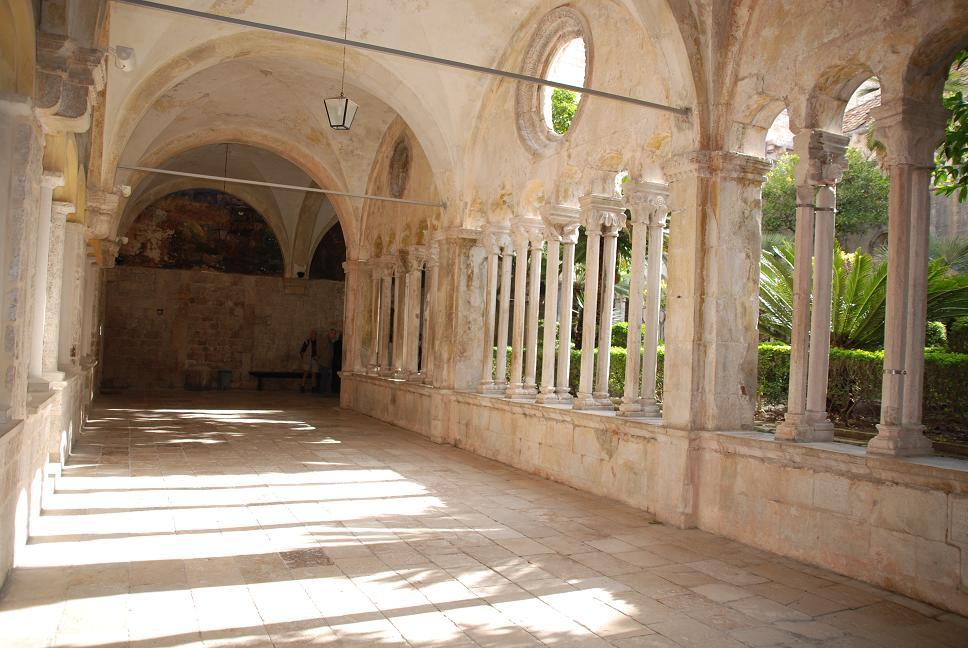 フランシスコ会教会の回廊