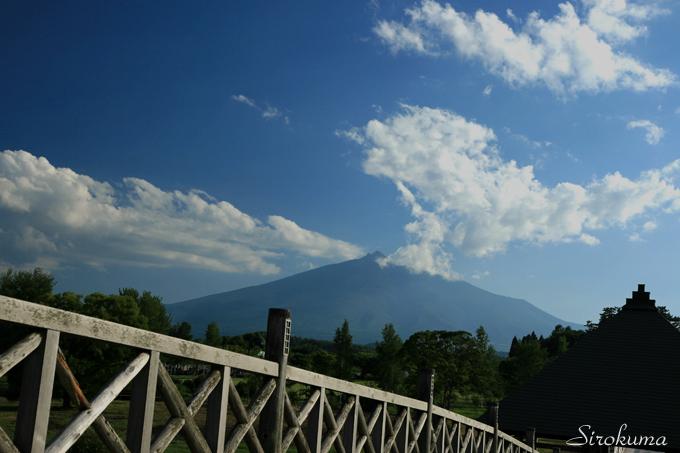 鶴の舞橋から岩木山