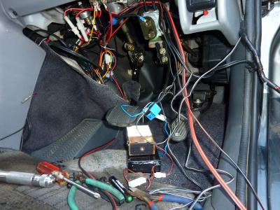 運転席側の電装部品.jpg