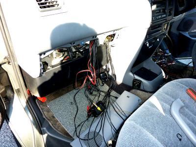 助手席側の電装品.jpg