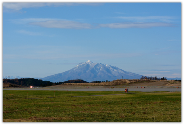 青森県 青森空港 飛行機 岩木山 写真