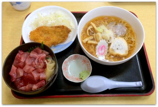 青森県 八戸市 八食センター ランチ 食堂 グルメ 食事 なんぶや ぶつ切り丼と小ラーメンセット サケフライ