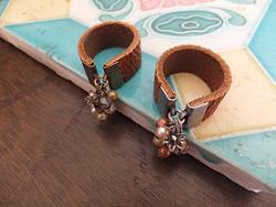 革のリング