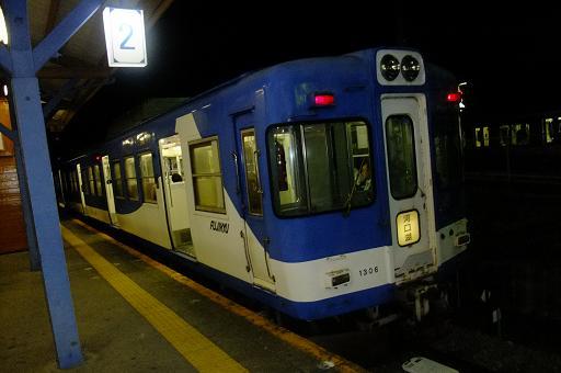 富士急行は1067ミリ、京王は1372ミリ
