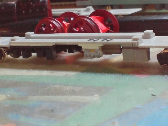 中央のグレーのパーツがHS-20