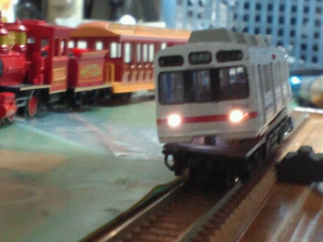 ウエスタンリバー鉄道が横にあるのがなんかシュール
