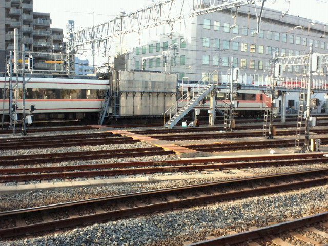 横で関西から来た風の親子鉄道ファンが興奮気味に見ていました。お~い見てるか~おれだぞ~(笑)