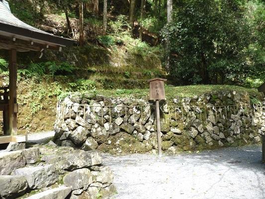 貴船神社‐舟形石