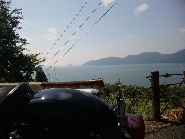 琵琶湖を眺め、旧道にて