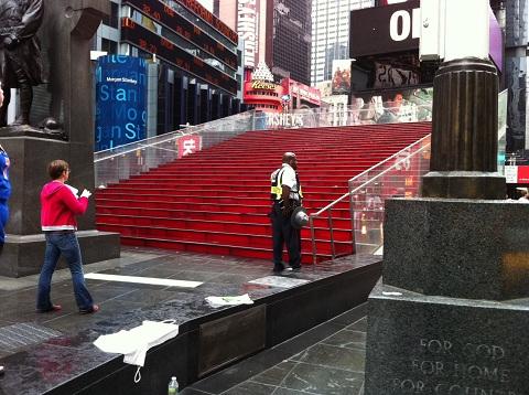 タイムズスクエアのひな壇