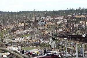 先日の竜巻で破壊された街