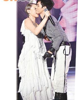 擁抱一個人 duet with張敬軒2