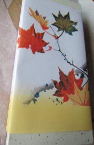 季節を感じられる包装紙ですね!