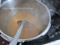 まず、味噌汁を作ります。