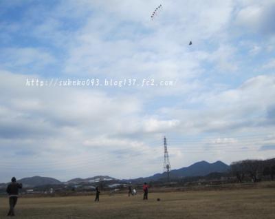 凧揚げしたり、サッカーしたり、キャッチボールしたり・・・
