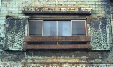 須田町1 腰折屋根の銅板建築②