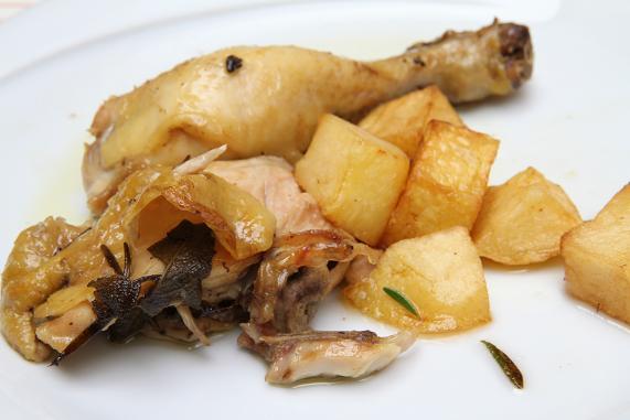 pollo arrosto a pezzetti e patate al forno
