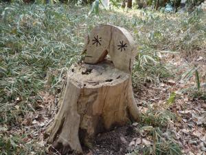 可愛い木の椅子