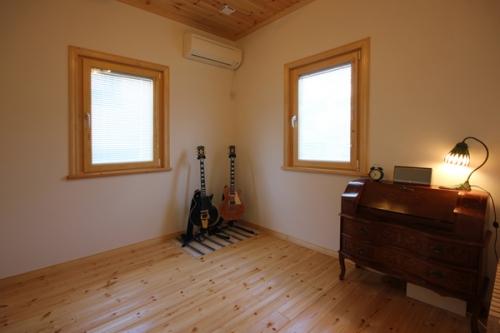 guitarroom.jpg