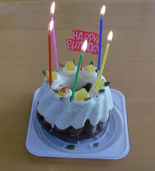誕生日ケーキ(ロウソクつき)