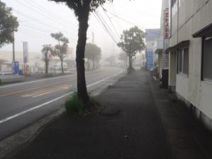 哀愁の町に霧が降るのだ