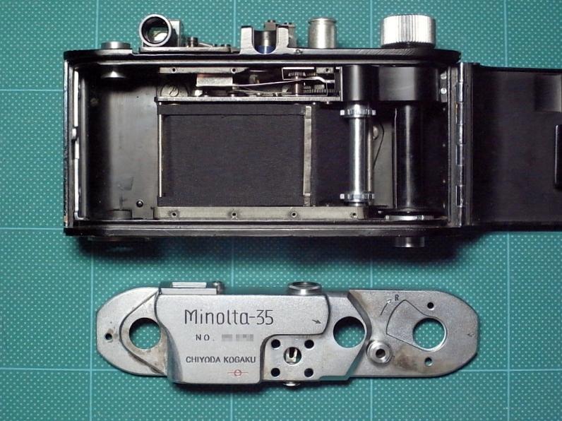 修理中のMinolta35 modelII