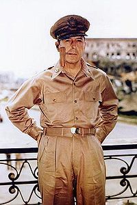 200px-Douglas_MacArthur_smoking_his_corncob_pipe
