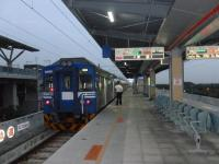 出発を待つ台湾鉄路沙崙線区間車EMU600系130205