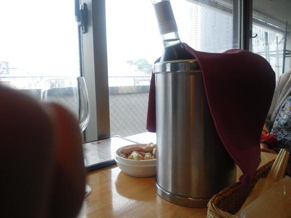 ワインで乾杯昼