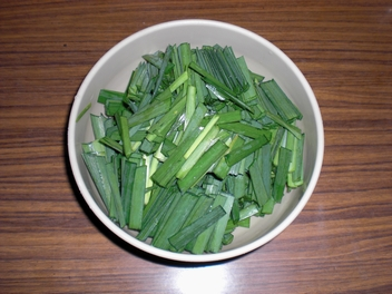 02豚ニラ味噌 ニラ