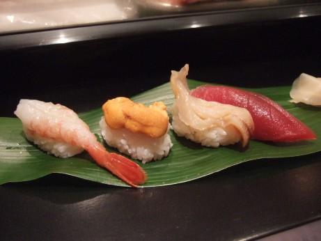 にぎり鮨(まぐろ・ぼたんえび・うに・みる貝)