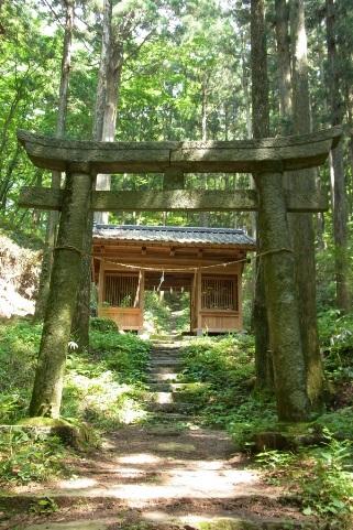 黒前神社の仁王門