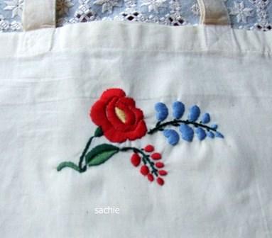 カロチャ刺繍 1