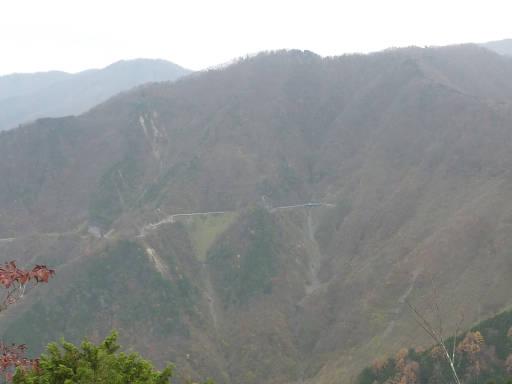 20101113・三峰妙法下山04