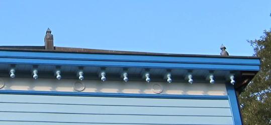 屋根のした