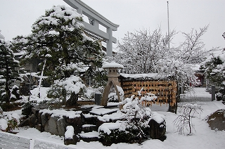 田村神社(雪化粧)