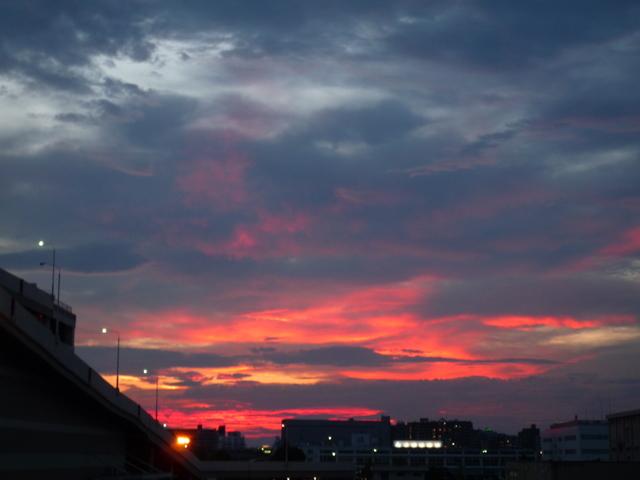 10.9.12夕方の空.ナゴヤドームより