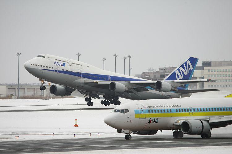 1402新千歳空港① (135)FC2